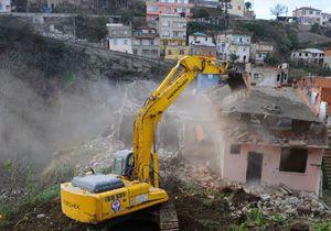 Esenler'de Kentsel dönüşümde son bina yıkıldı