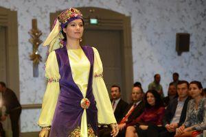 Azerbaycan da osmanlı kıyafetleri defilesi
