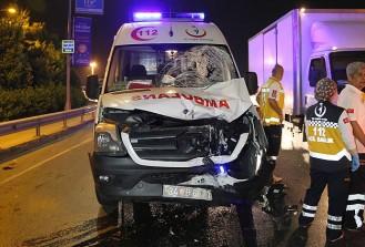 Beşiktaş'ta ambulans ile motosiklet çarpıştı
