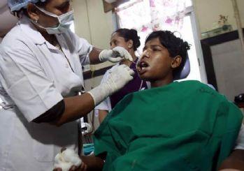 Hindistan'da bir gencin ağzından 232 diş çekildi