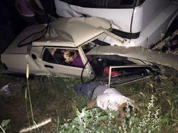 Otomabille TIR çarpıştı: 5 ölü