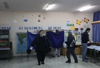 Yunanistan'da halk ülkenin kaderi için sandık başında