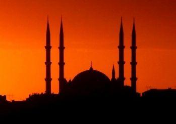 Cezayir'de Ramazan'da camilere hoparlör yasağı