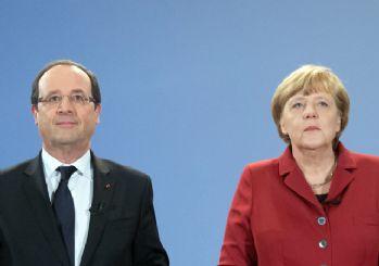 Hollande ve Merkel'den Yunanistan açıklaması