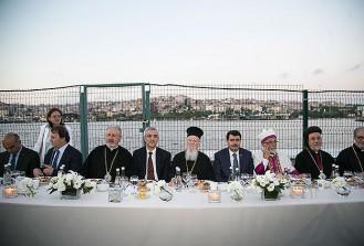 Farklı inanç gruplarının temsilcileri iftarda buluştu