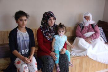 Teröristlerin kaçırdığı eşini bekliyor