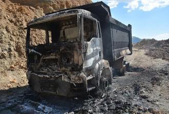 Bitlis'te 3 araç ve 3 konteyner yakıldı