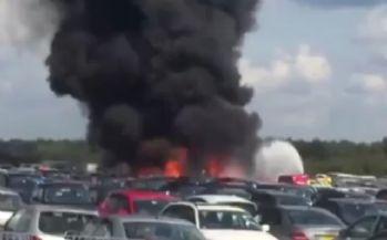 Uçak araba pazarına düştü: 4 ölü