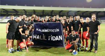 Antalyaspor, oyuncuları için sahaya siyah tişörtle çıktı