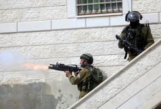 İsrail askerleri göstericilere gerçek mermiyle müdahale etti