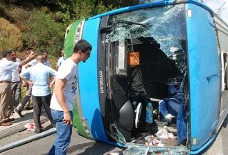 İstanbul'da halk otobüsü devrildi