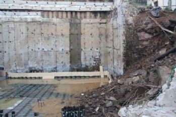 Kağıthane'de istinat duvarı çöktü, 2 bina tahliye edildi