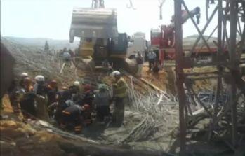 İskele çöktü: 4 işçi enkaz altında