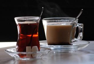 Kahve çay ve kolalı içecekler aşırı terlemeyi tetikliyor
