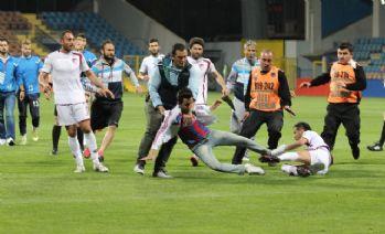 Karabük'te futbolcudan taraftara tekme