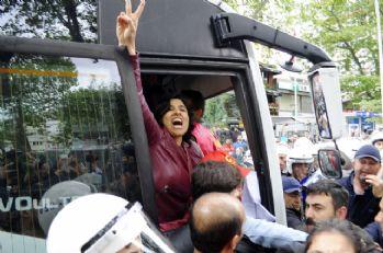 Taksim'e yürümek isteyen gruba gözaltı