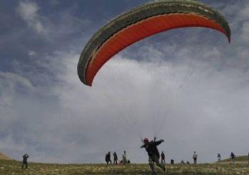 Tut'ta Yamaç Paraşütü Sezonu Açıldı