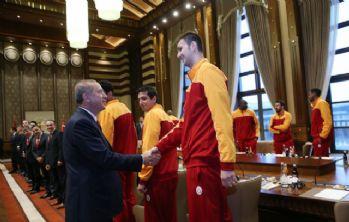 Cumhurbaşkanı Erdoğan, şampiyon Aslanları kabul etti