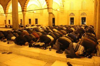 Vatandaşlar akın etti, camiler dolup taştı