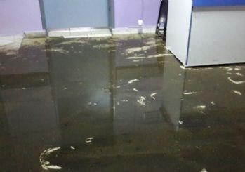 Kanalizasyon Taştı Acil Servis Sular Altında Kaldı
