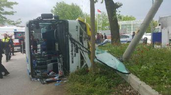 Şoförü kalp krizi geçiren otobüs devrildi: 1 ölü, 10 yaralı