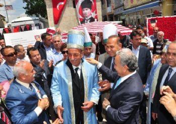 Vali Büyük Yılın Ahisi Suat Akray'a Kaftan Giydirdi