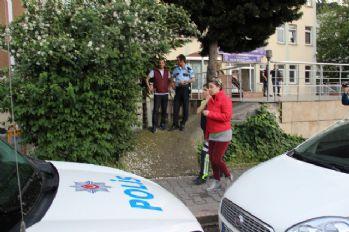 Polisten hayat kadınlarına 'fuhuş' oyunu