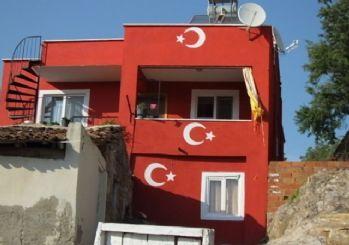 Burhaniye'de Ceyda Hanımın Bayrak Sevgisi