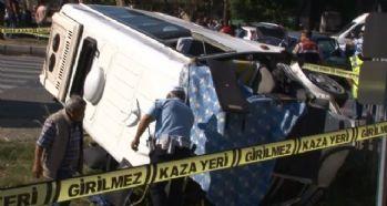 Öğrenci servisi otomobille çarpıştı: 2 ölü, 14 yaralı