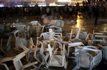 Adana Demirspor Süper Lig'e çıkamadı, taraftar camları kırdı