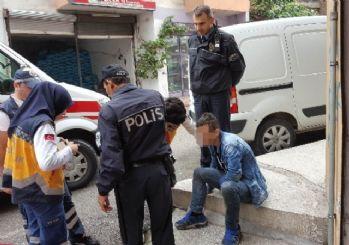 Yolda Yatar Halde Bulunan Genç Hastaneye Kaldırıldı