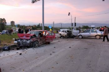 3 araç birbirine girdi: 9 yaralı