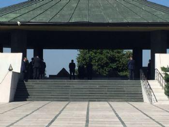 Başbakan Yıldırım, Menderes ve Özal'ın kabrini ziyaret etti