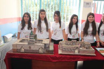 Teröristlerden temizlenen Cizre'de bilim fuarı açıldı