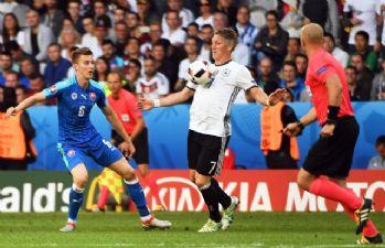 Almanya Slovakya'yı farklı mağlup etti