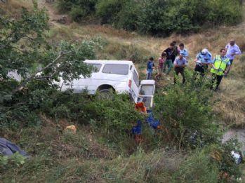 Minibüs şarampole yuvarlandı: 3 yaralı