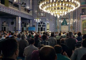 Gümüşhane'de camiler Kadir Gecesi'nde doldu taştı