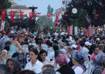 Kadir Gecesi'nde 10 bin kişilik 'Edirne Sofrası' kuruldu