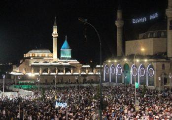Kadir Gecesi'nde Mevlana Meydanı'nda onbinler buluştu