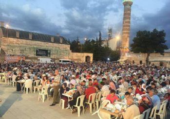 Ulu Cami meydanında binleri buluşturan iftar