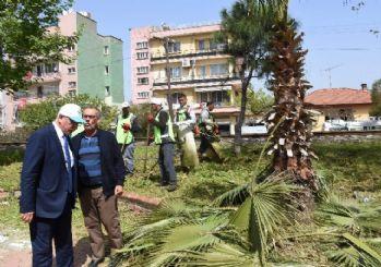 İncirliova Belediyesi Aydın-İzmir karayolunu temizledi