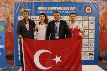 Genç judoculardan Prag'da 7 madalya