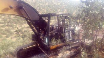 Teröristler iş makinalarını yaktı