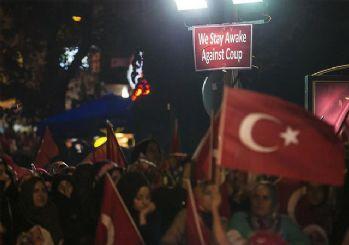 İstanbul'da demokrasi nöbeti sürüyor
