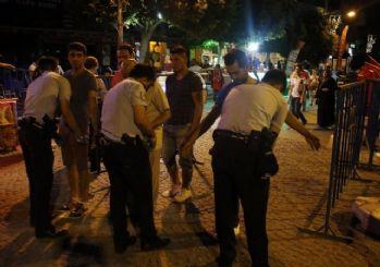 Antalya'da demokrasi nöbetinde sürpriz doğum günü
