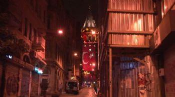 Galata Kulesi Türk bayrağına büründü