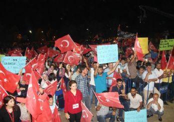 Diyarbakır'da demokrasi nöbeti sürüyor