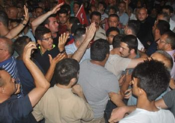 Aydın'da demokrasi nöbetinde kursu krizi. Yaşanan izdiham ve arbede büyümeden önlendi