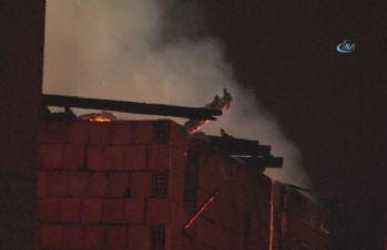 İstanbul'da korkutan yangın: Mahalleli sokağa döküldü