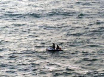 Dev dalgalar baba ve oğlunu yuttu